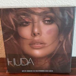 Huda Beauty 3D highlighter palette new